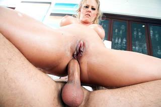 Guarda il sesso anale con giovani prostitute foto hd.